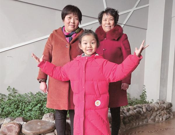 洛阳7岁娃娃登上戏台 姥姥奶奶功不可没